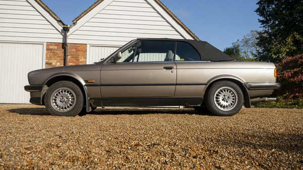 1987 BMW E30 325i convertible For Sale (picture 27 of 238)