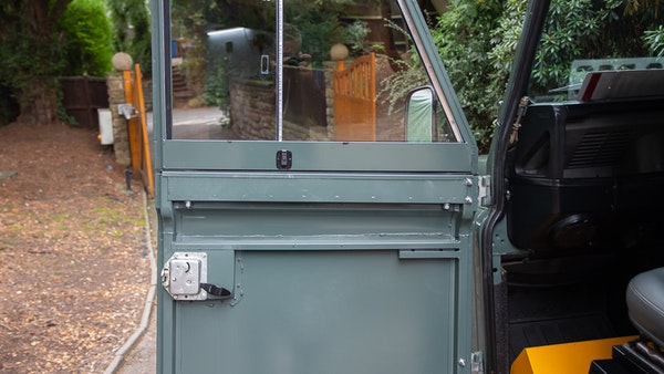 1999 Land Rover Defender 90 For Sale (picture 15 of 159)