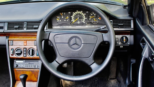 NO RESERVE! 1993 Mercedes-Benz 320CE Convertible For Sale (picture 76 of 156)