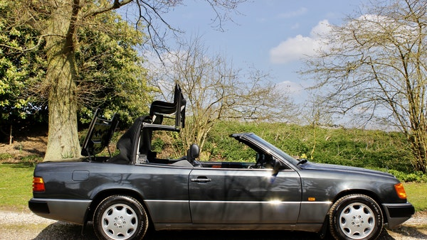 NO RESERVE! 1993 Mercedes-Benz 320CE Convertible For Sale (picture 17 of 156)