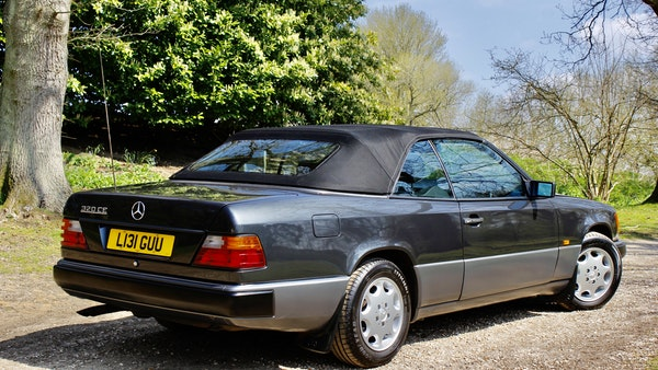 NO RESERVE! 1993 Mercedes-Benz 320CE Convertible For Sale (picture 4 of 156)