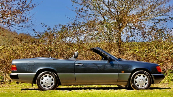 NO RESERVE! 1993 Mercedes-Benz 320CE Convertible For Sale (picture 19 of 156)