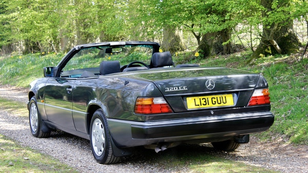 NO RESERVE! 1993 Mercedes-Benz 320CE Convertible For Sale (picture 24 of 156)