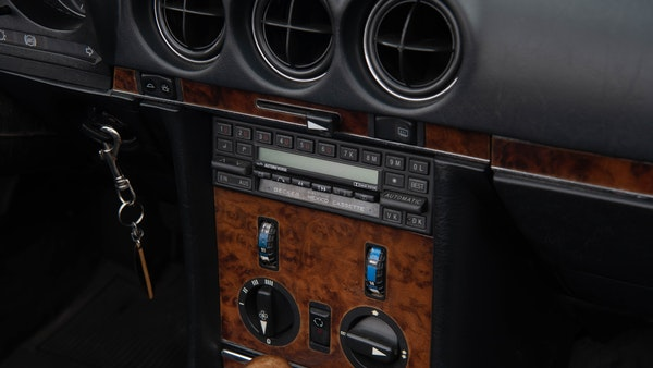 1985 Mercedes-Benz 500 SL LHD For Sale (picture 59 of 175)