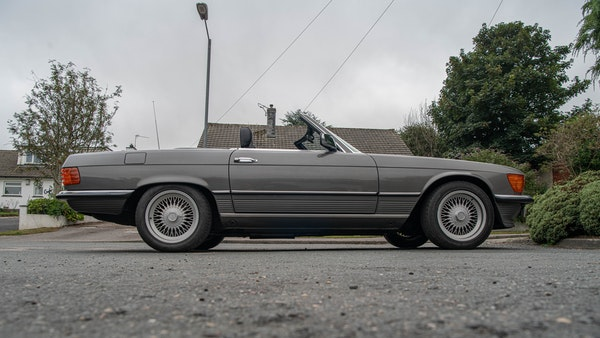 1985 Mercedes-Benz 500 SL LHD For Sale (picture 21 of 175)