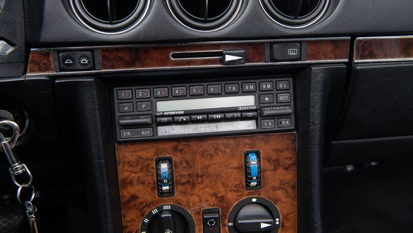 1985 Mercedes-Benz 500 SL LHD For Sale (picture 40 of 175)