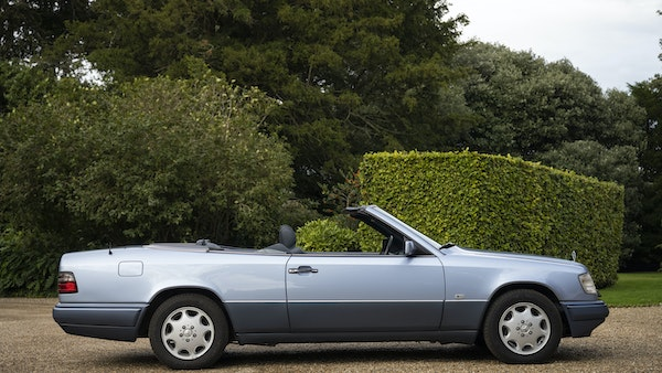 1993 Mercedes-Benz E320 Cabriolet For Sale (picture 3 of 156)