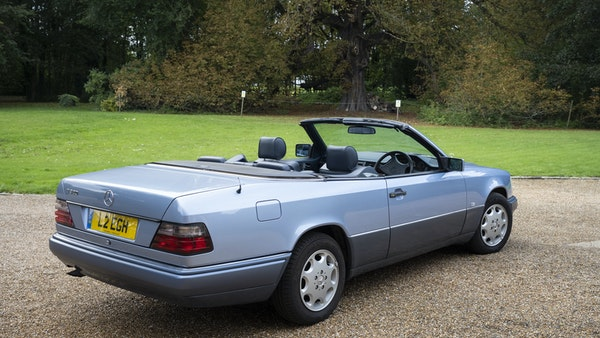 1993 Mercedes-Benz E320 Cabriolet For Sale (picture 4 of 156)