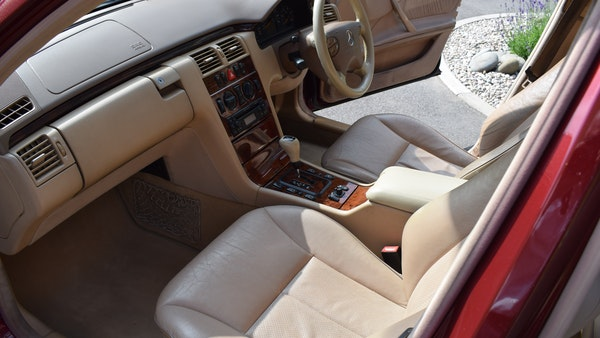 RESERVE LOWERED -1999 Mercedes-Benz E320 CDi Elegance For Sale (picture 23 of 105)