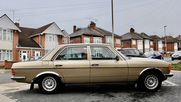 1984 Mercedes W123 230 E For Sale (picture 17 of 111)