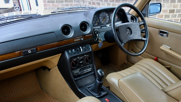1984 Mercedes W123 230 E For Sale (picture 40 of 111)