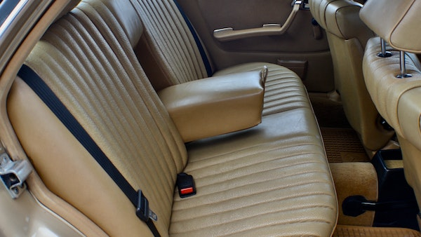 1984 Mercedes W123 230 E For Sale (picture 47 of 111)