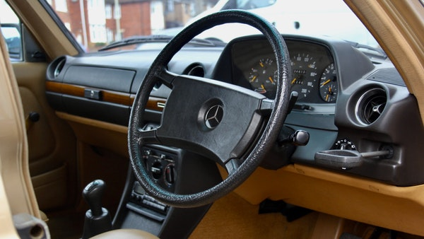 1984 Mercedes W123 230 E For Sale (picture 32 of 111)