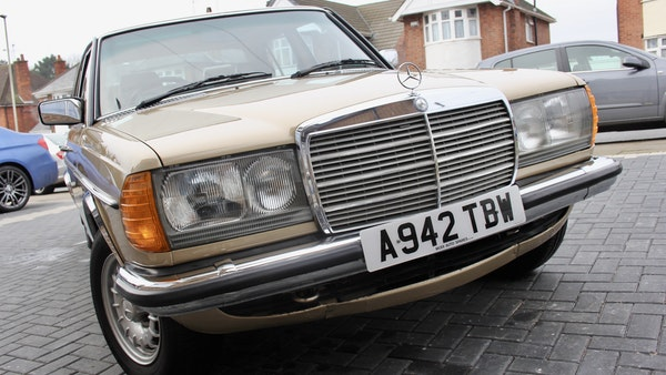 1984 Mercedes W123 230 E For Sale (picture 15 of 111)