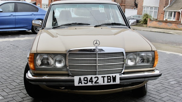1984 Mercedes W123 230 E For Sale (picture 8 of 111)