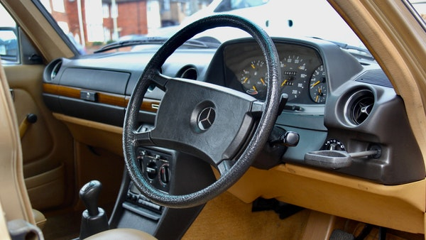 1984 Mercedes W123 230 E For Sale (picture 30 of 111)