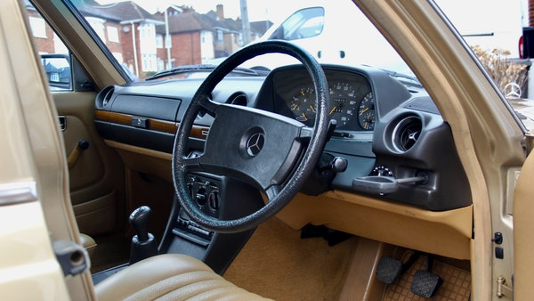 1984 Mercedes W123 230 E For Sale (picture 31 of 111)