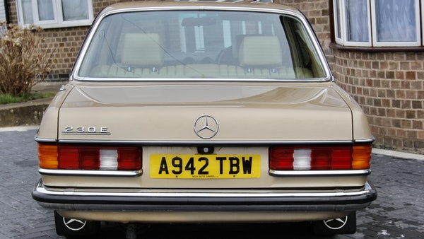 1984 Mercedes W123 230 E For Sale (picture 6 of 111)