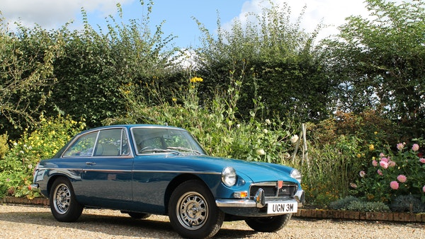 1973 MGB GT V8 For Sale (picture 3 of 142)