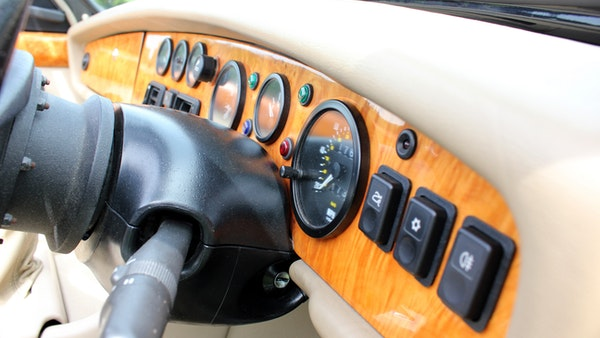 1994 MG RV8 For Sale (picture 21 of 105)