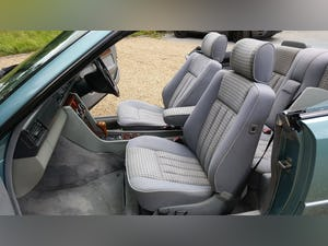 1993 Mercedes E220 convertible (W124) For Sale (picture 5 of 6)