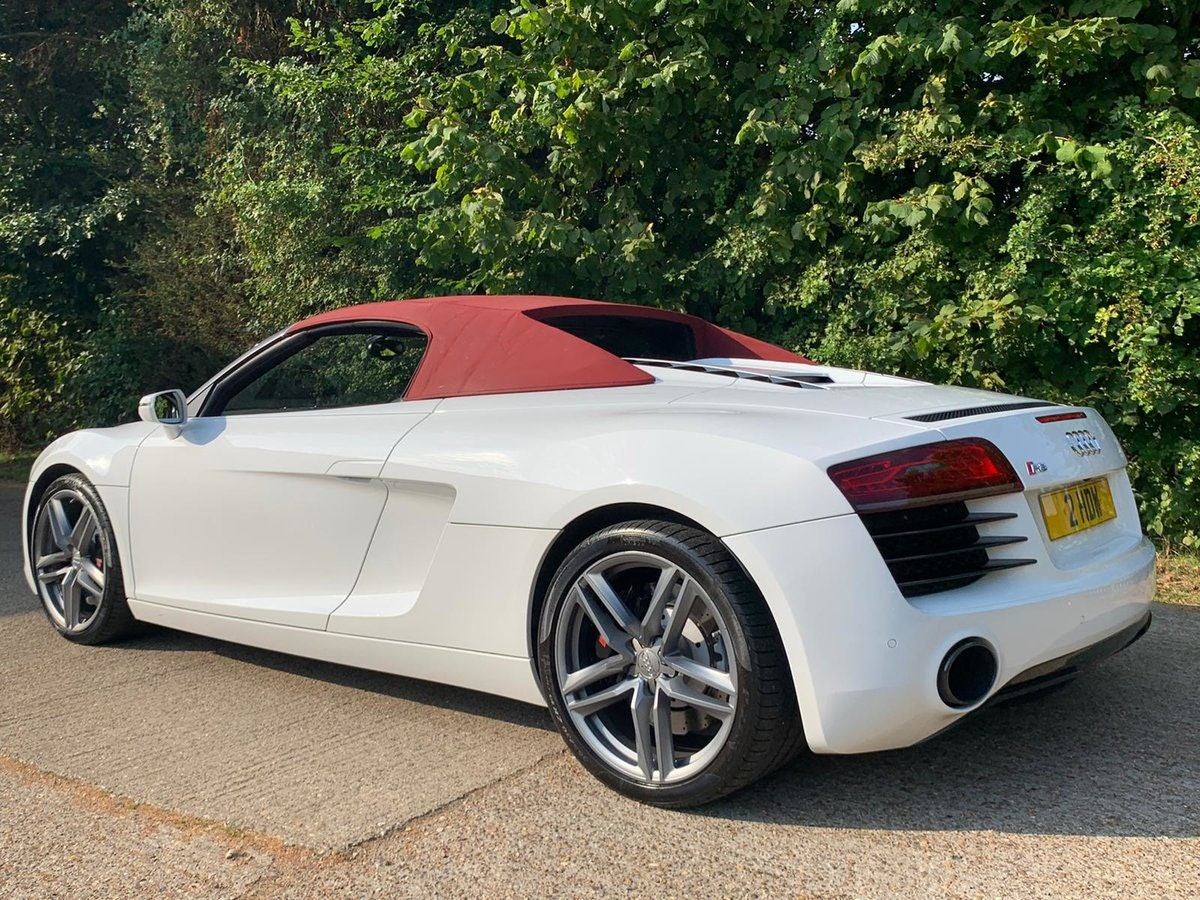 2014 AUDI R8 4.2 SPYDER V8 QUATTRO 2d 424 BHP - only 8k mileage For Sale (picture 2 of 6)