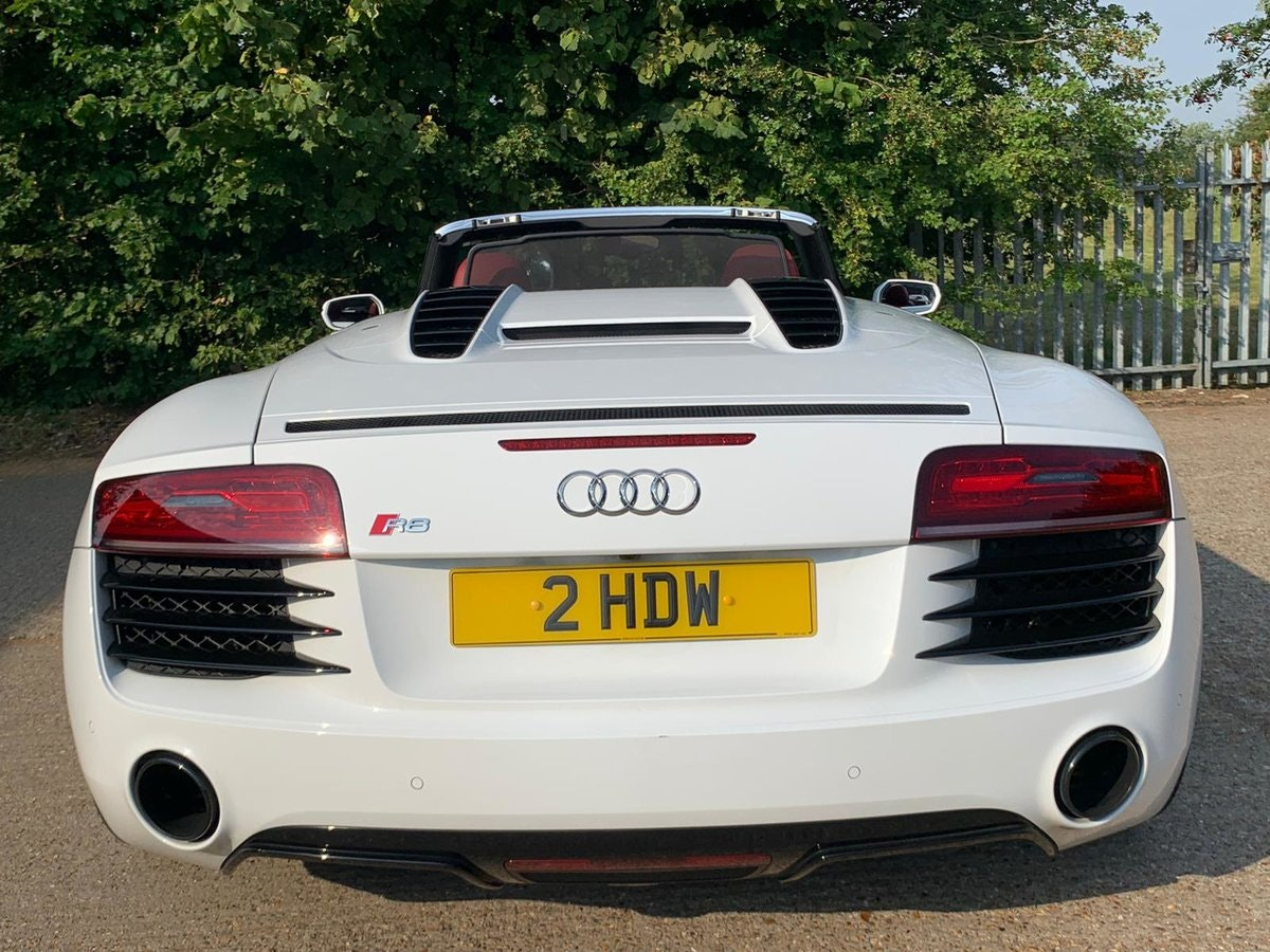 2014 AUDI R8 4.2 SPYDER V8 QUATTRO 2d 424 BHP - only 8k mileage For Sale (picture 4 of 6)