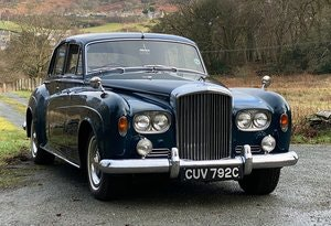 Picture of 1965 Bentley S3 4dr Saloon with folding rear seat B124GJ For Sale