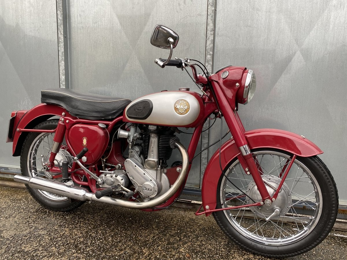 1959 BSA B31 LOVELY BIKE ALL ROUND RUNS MINT! PX C15 B40  For Sale (picture 1 of 6)