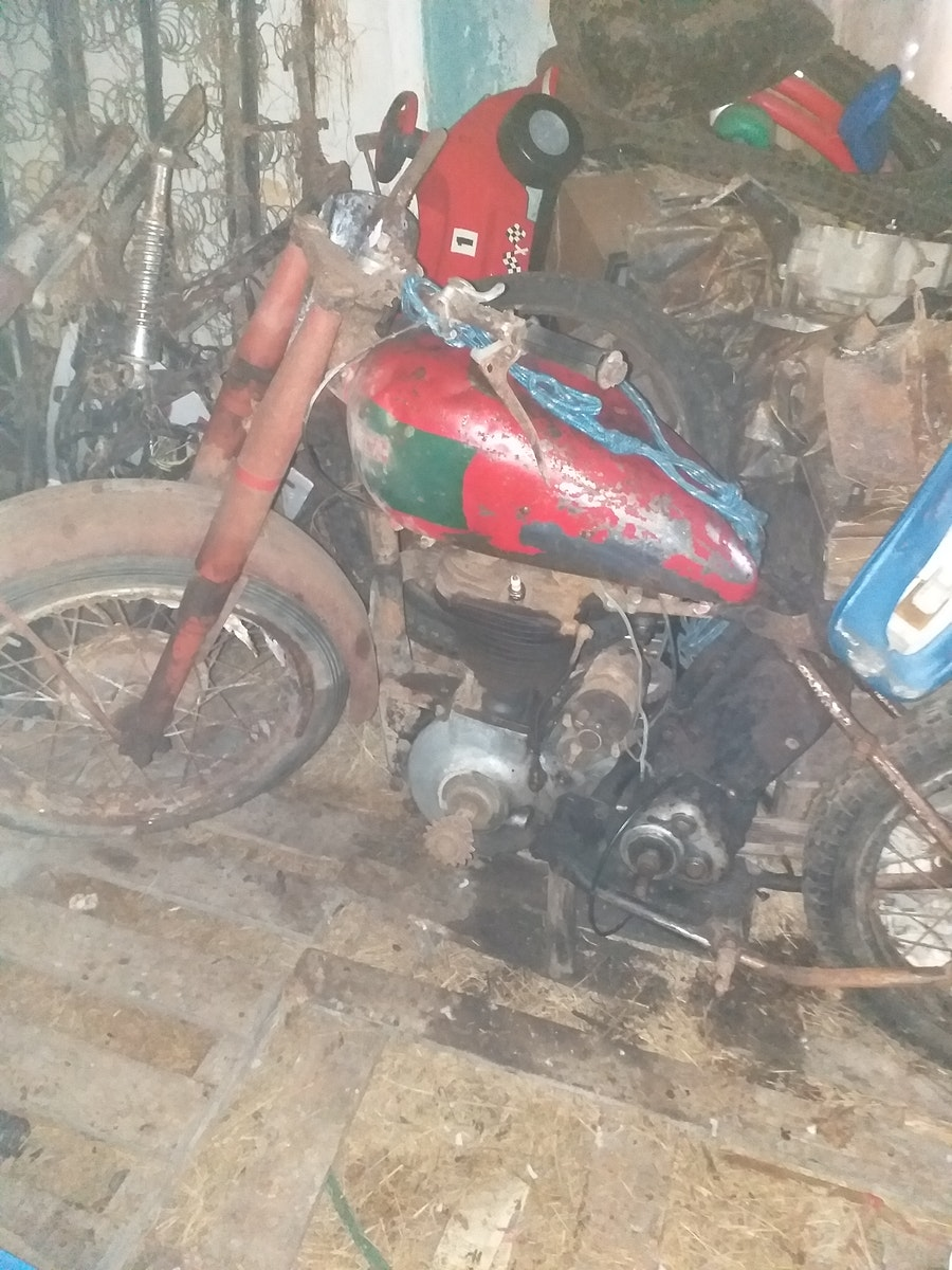 1950 BSA B31  - Barn Find For Sale (picture 1 of 7)