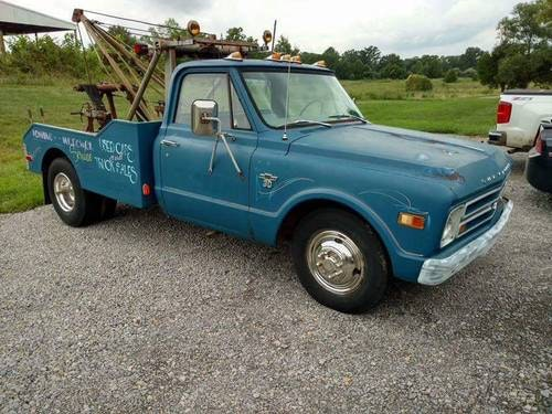 1968 Chevy dually recovery truck V8 Stepside. For Sale (picture 1 of 6)