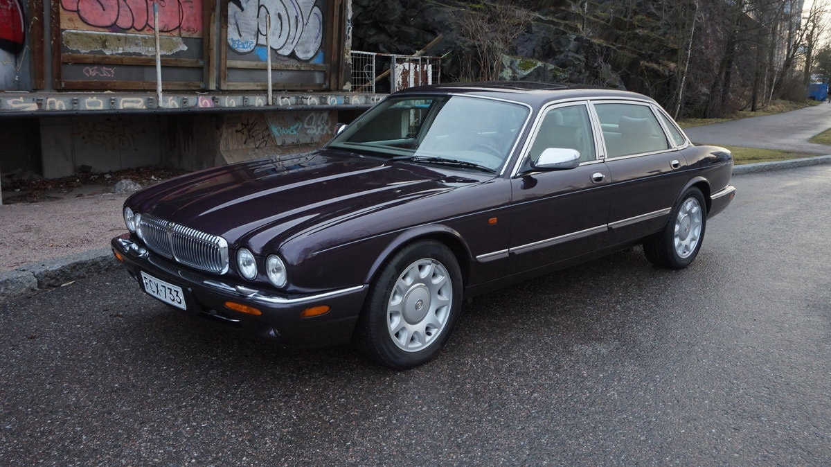 1998 Two owner LHD Super V8 in fantastic condition For Sale (picture 1 of 6)