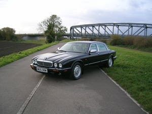 1998 Daimler XJ Series 4.0 V8 Automatic LWB For Sale (picture 1 of 6)