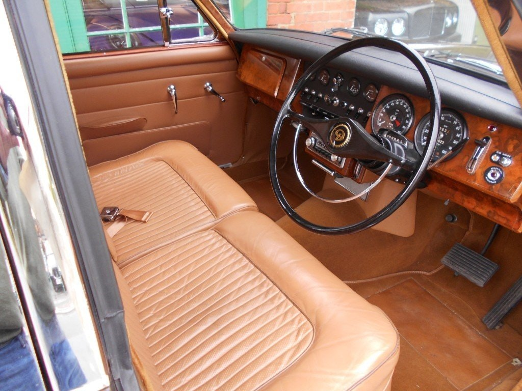 1969 Daimler 250 V8 Automatic For Sale (picture 4 of 5)