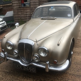 Picture of 1968 Daimler V8 250 retro fitted Moss manual gearbox For Sale