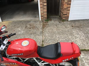 1991 Rare first edition White Frame, White Wheel Ducati 900SS For Sale (picture 3 of 10)