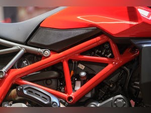 2020 Ducati 950 Hypermotard with full Termignoni Exhaust Fitted For Sale (picture 2 of 26)