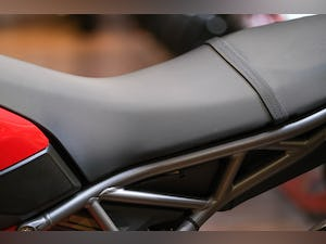 2020 Ducati 950 Hypermotard with full Termignoni Exhaust Fitted For Sale (picture 11 of 26)