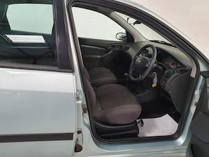 2003 FORD FOCUS AUTOMATIC* GENUINE 19,000 MILES* One Family Owned For Sale (picture 6 of 12)