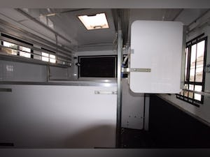 2004 IVECO FORD 75 E 17 HORSEBOX For Sale (picture 5 of 6)
