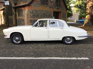 JAGUAR 420 1968  MAN/OVERDRIVE STUNNING Wire Wheels For Sale (picture 1 of 19)