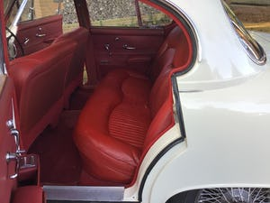 JAGUAR 420 1968  MAN/OVERDRIVE STUNNING Wire Wheels For Sale (picture 6 of 19)