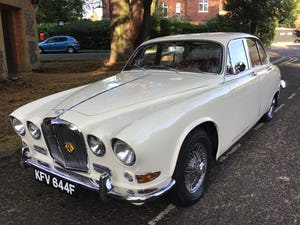 JAGUAR 420 1968  MAN/OVERDRIVE STUNNING Wire Wheels For Sale (picture 17 of 19)