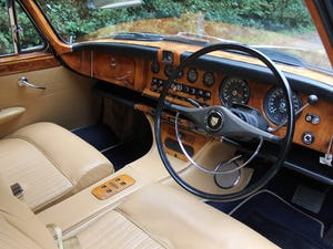 1968 Jaguar 420G - Exceptional example in Solent Blue For Sale (picture 8 of 17)