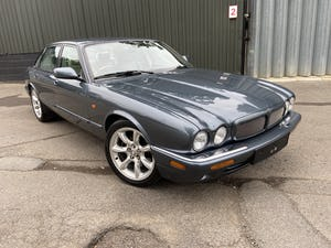 Stunning and rust free Jaguar XJR 2000 53k miles For Sale (picture 1 of 12)