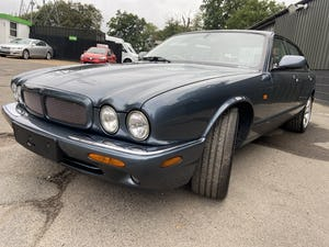 Stunning and rust free Jaguar XJR 2000 53k miles For Sale (picture 6 of 12)