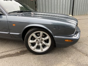 Stunning and rust free Jaguar XJR 2000 53k miles For Sale (picture 7 of 12)