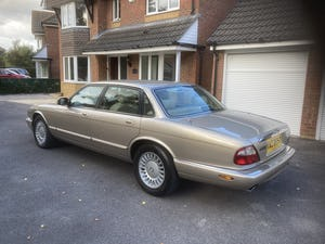 1998 Immaculate & pristine jaguar xj8 3.2 fsh, very low mile For Sale (picture 2 of 12)