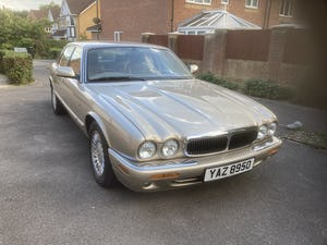 1998 Immaculate & pristine jaguar xj8 3.2 fsh, very low mile For Sale (picture 1 of 12)