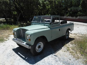 1979 Classic Land Rover 109  4x4 convertible For Sale (picture 2 of 12)